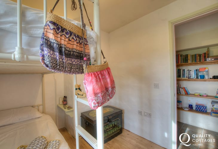 Pembrokeshire cottage holiday - bunk bedroom