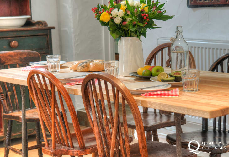 Stackpole holiday cottage - dining