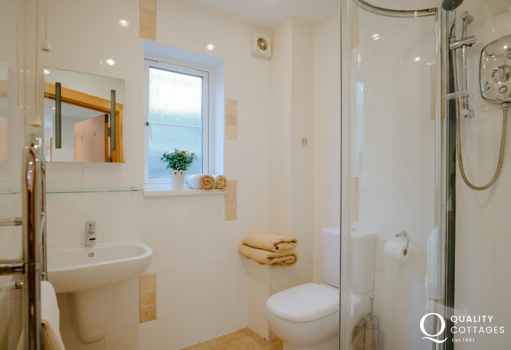 Holiday cottage Gower Peninsula-shower room