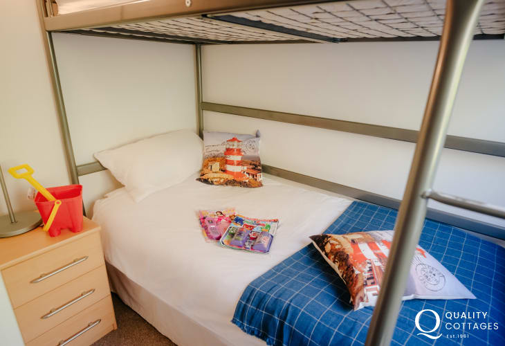 Three Cliffs Bay holiday cottage-bedroom