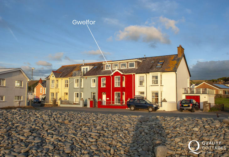 Aberaeron seafront holiday home right on the South Beach
