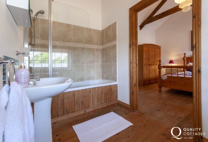 Solva holiday home - master en-suite bathroom with shower over bath