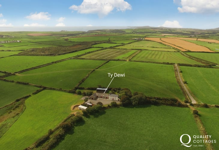 Pembrokeshire Coast 18th Century large holiday barn