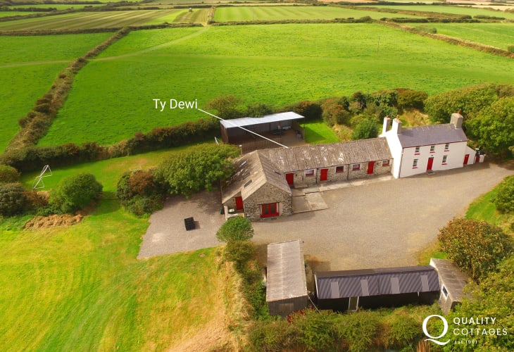Pembrokeshire holiday barn sleeps 9