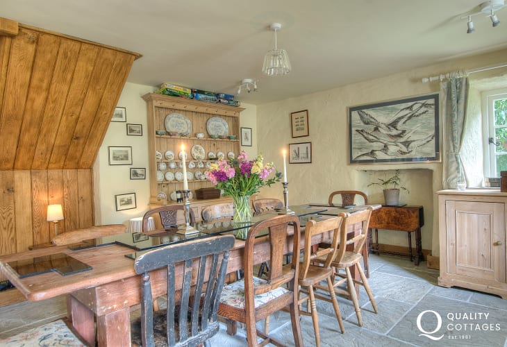 Newport Pembrokeshire holiday house - dining