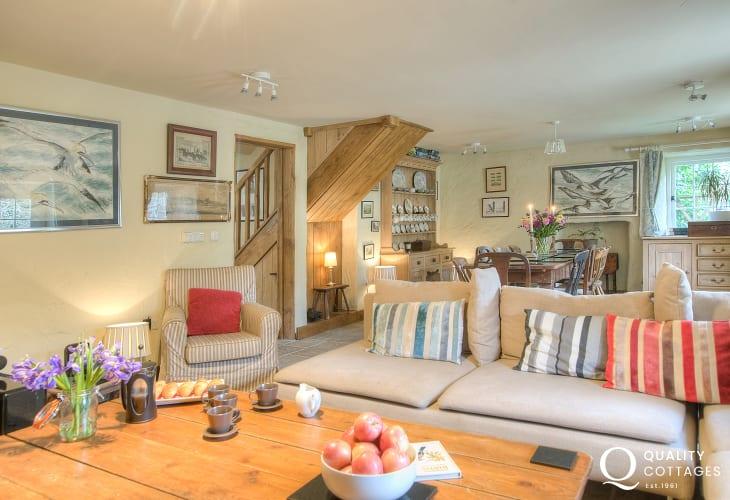 Pet friendly Pembrokeshire holiday cottage sleeps 6  - lounge