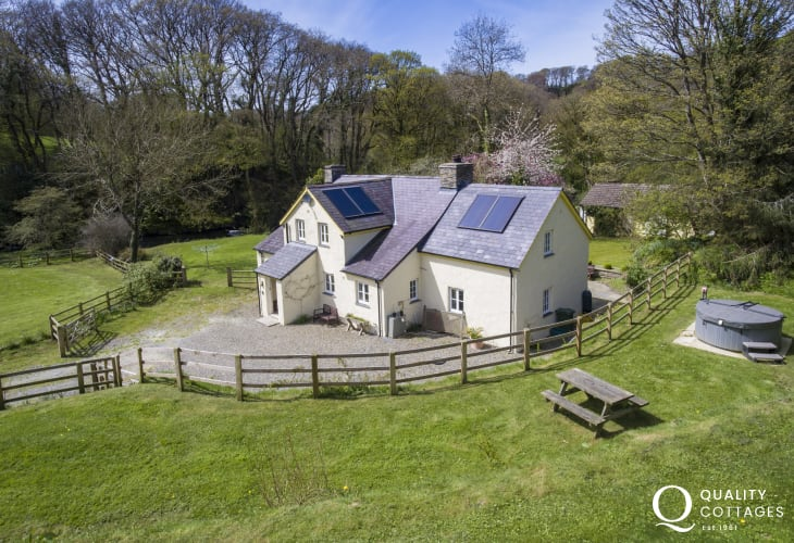 Newport Pembrokeshire pet friendly holiday cottage -  exterior