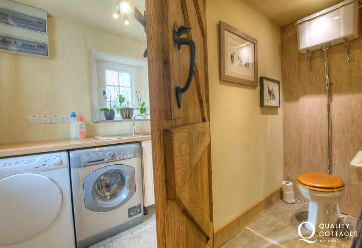 Pet friendly holiday cottage Newport Pembrokeshire - utility