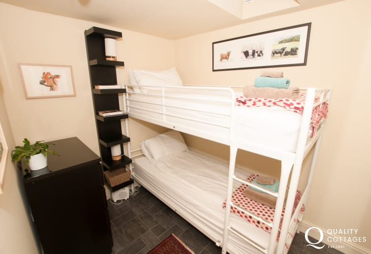 4 bedroomed holiday house Newport Pembrokeshire - bunk room