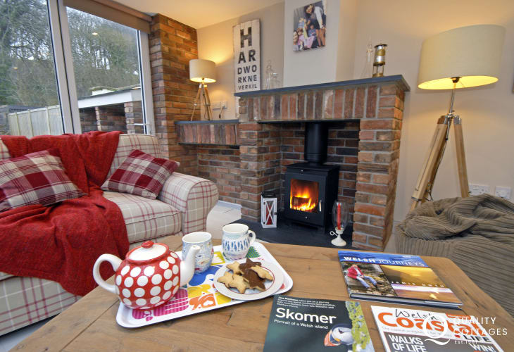 Little Haven cosy holiday cottage with log burning stove