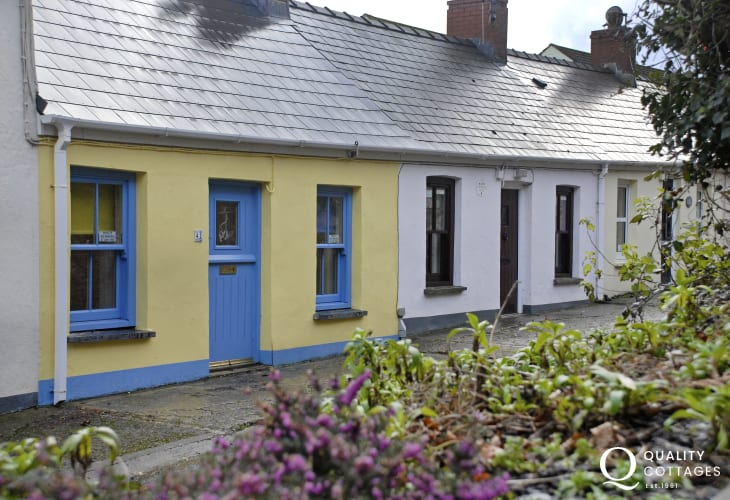 Traditional Pembrokeshire cottage 200 yds from Little Haven Beach