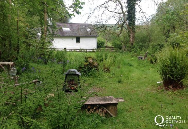 Ceredigion holiday cottage sleeps 3 - log burner