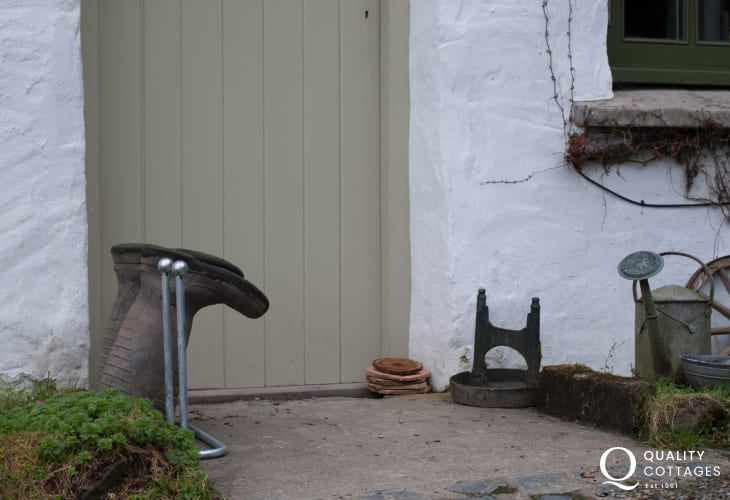 Rural holiday cottage pets welcome Wales - exterior
