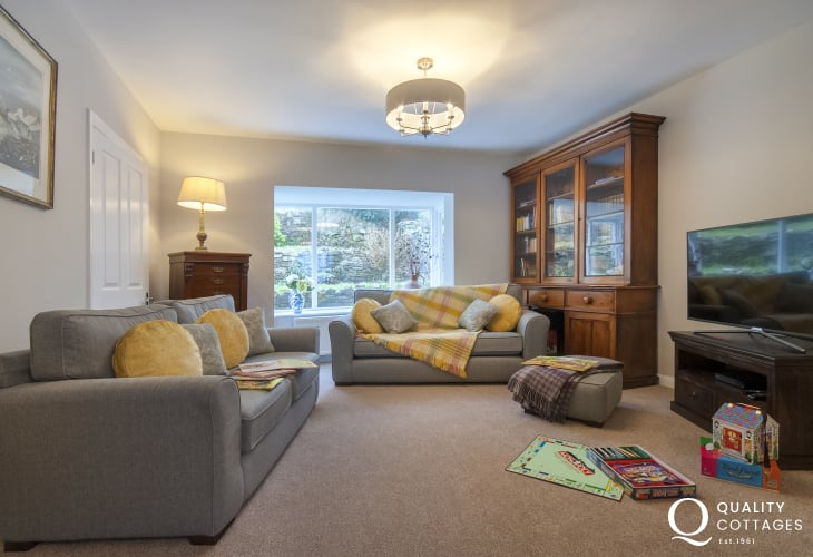 St Davids Pembrokeshire family holiday home - spacious living room