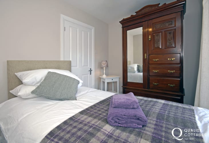 St Davids holiday house sleeping 8 - single with Cathedral views