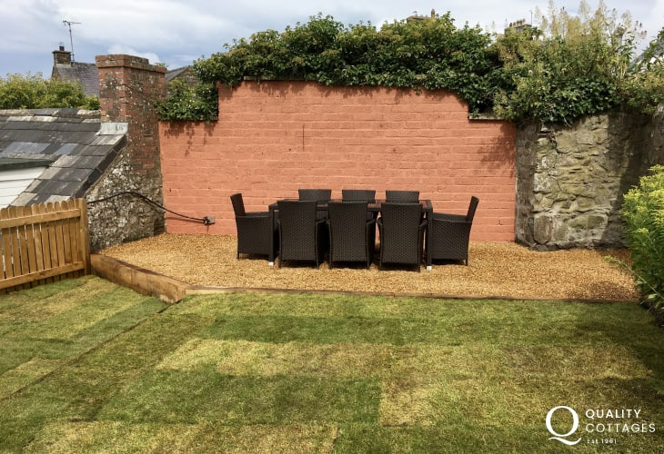 Sitting area in garden table and chairs