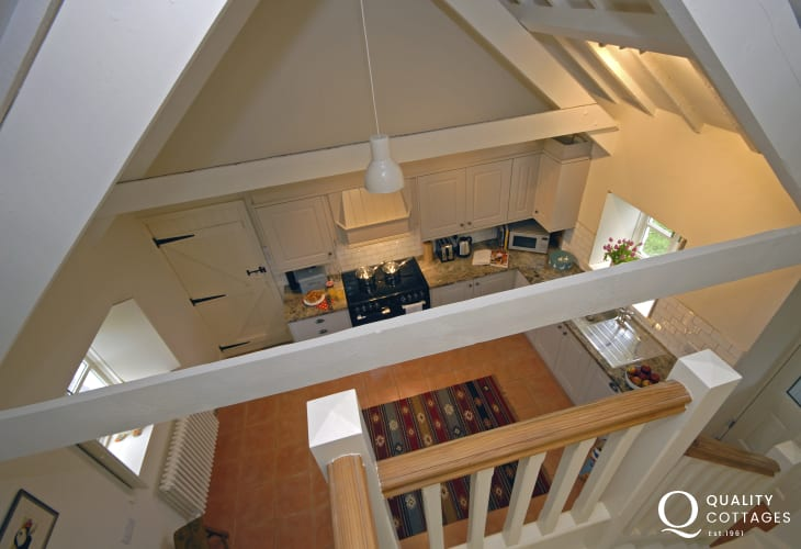 Whitesands cottage - fitted kitchen with minstrels' gallery