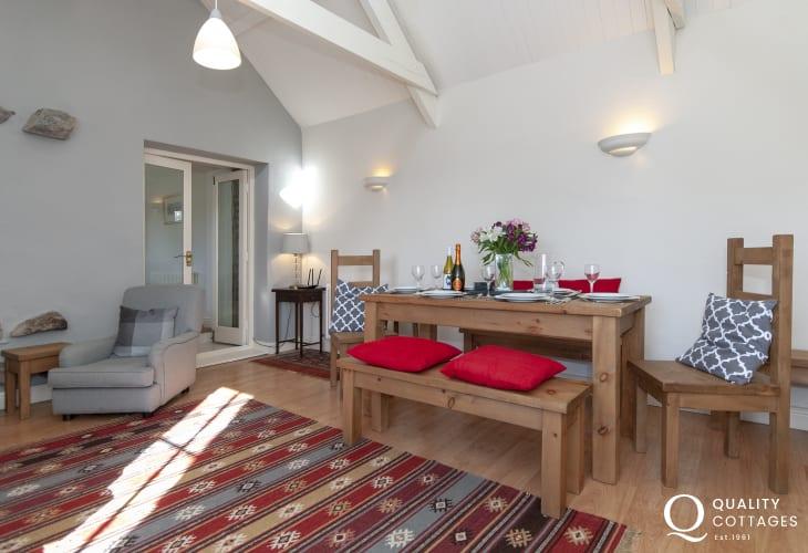 St Davids Peninsula holiday cottage - dining area