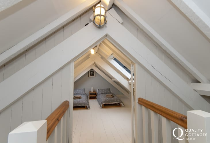 St Davids holiday cottage - loft twin with 2'6