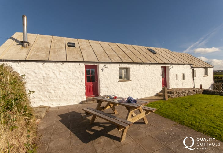 North Pembrokeshire restored cottage near St Davids - patio with picnic bench