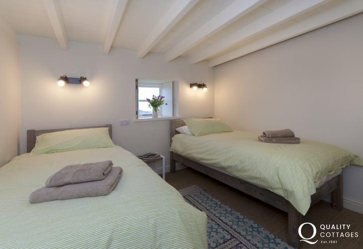 Pembrokeshire coastal cottage - twin