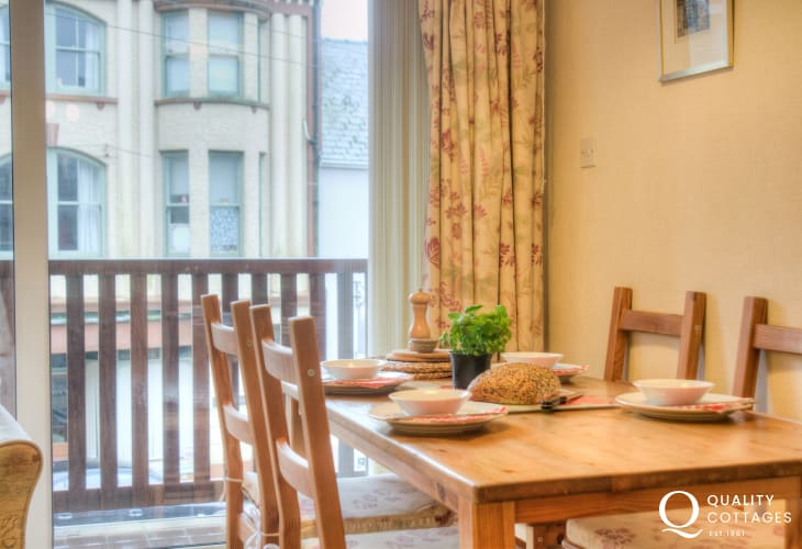 Pet friendly St Davids holiday apartment - dining