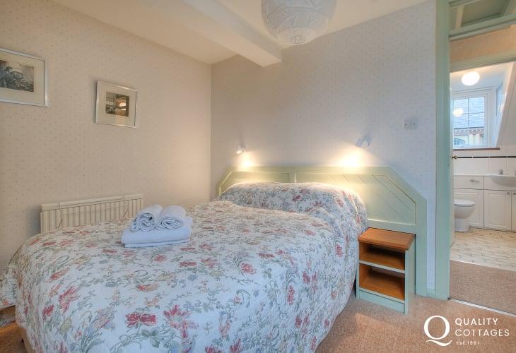 Pet friendly St Davids apartment - 1st floor double bedroom