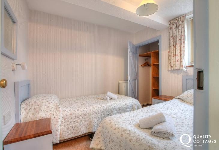 St Davids apartment - 1st floor twin bedroom