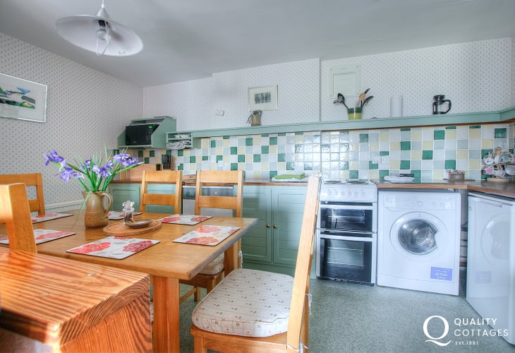 St Davids self catering - dining