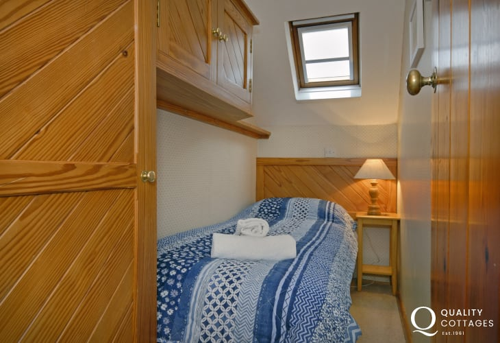 St Davids holiday flat - child's single bedroom