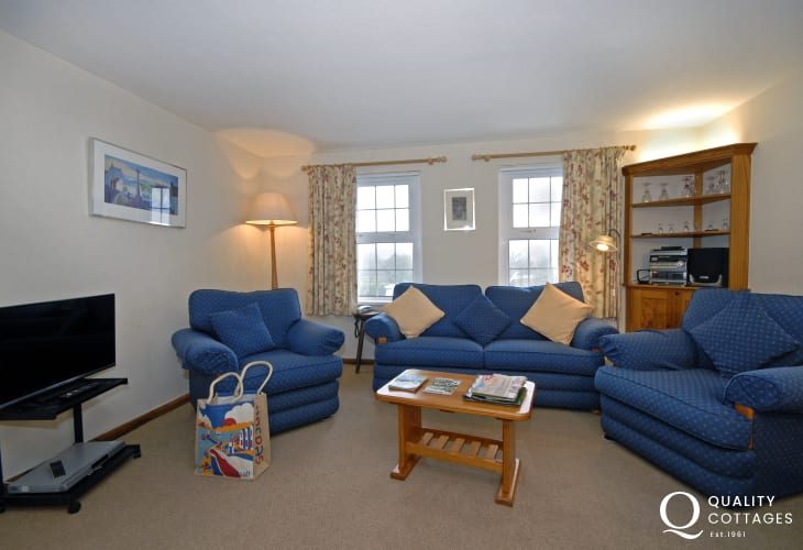 St Davids first floor holiday accommodation - living room