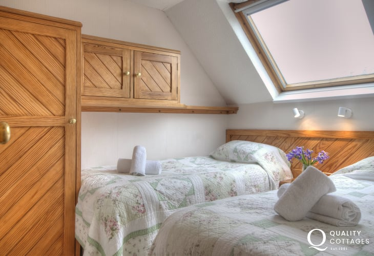 St Davids self catering - twin bedroom
