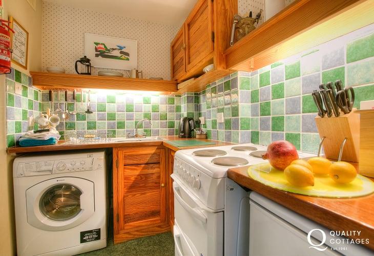 St Davids holiday cottage - kitchen
