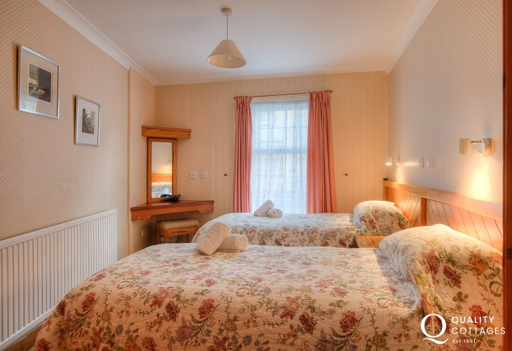 St Davids self catering accommodation - twin bedroom