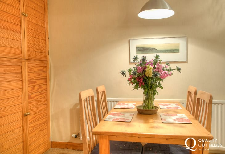 St Davids self catering apartment - dining