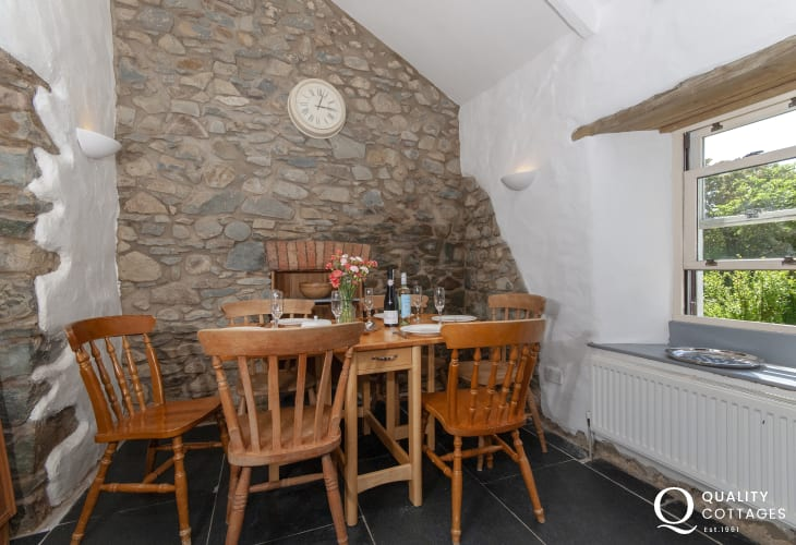 Self catering Solva - farmhouse kitchen/diner and wifi