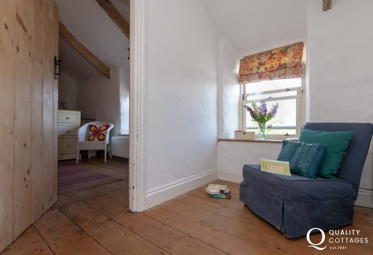 Newgale traditional farmhouse with wifi- landing with rural views