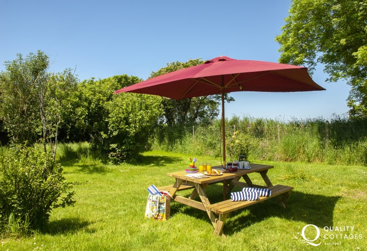 St Davids holiday farmhouse - enclosed gardens with picnic bench