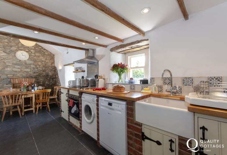 Self catering North Pembrokeshire  - farmhouse with well equipped country style kitchen/diner