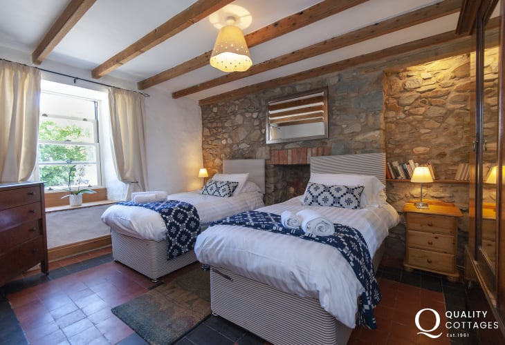 Newgale self catering Farmhouse for 9 guests - ground floor twin