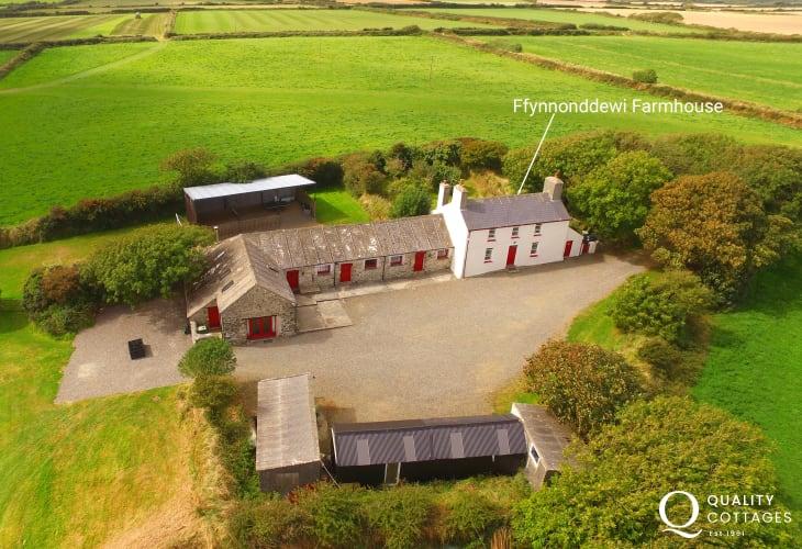 Ffynnoneddewi Farmhouse cosy country cottage