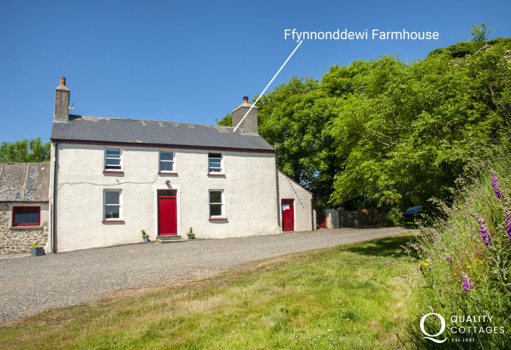 Traditional North Pembrokeshire farmhouse in an an idyllic, peaceful location - pets welcome