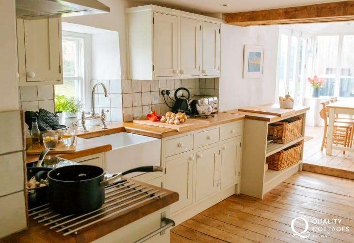 Cottage kitchen Belfast sink