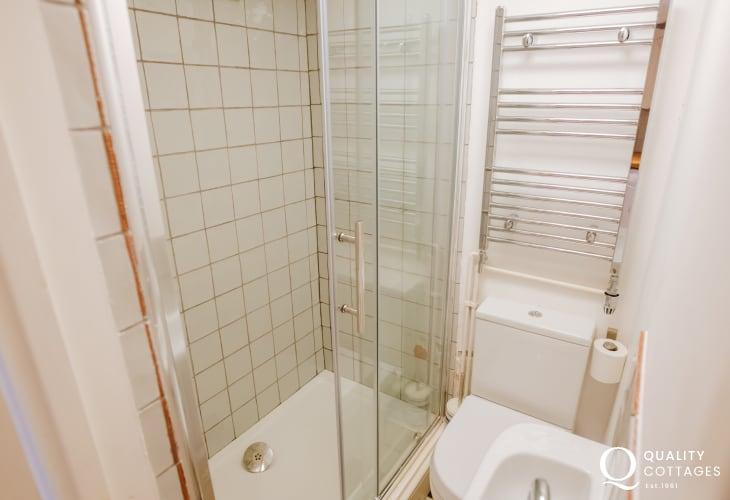 Cottage shower room wc