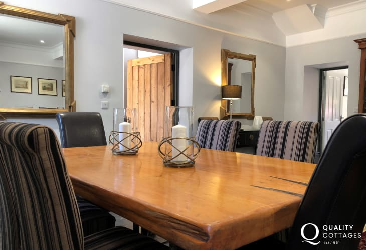 Tresaith holiday cottage - dining table