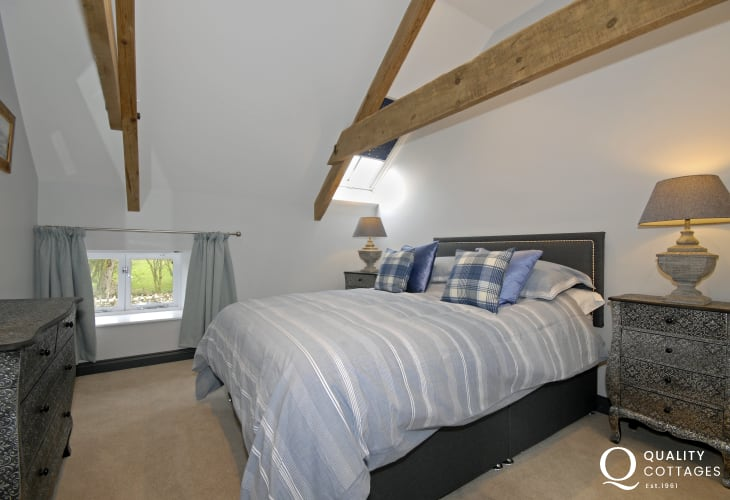 Luxury Aberporth holiday home sleeps 9 - king size bedroom