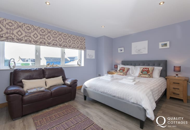 St Davids holiday house - ground floor king size bedroom with en-suite shower