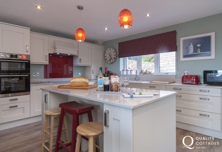 Self catering holiday home Solva - luxury modern kitchen/diner