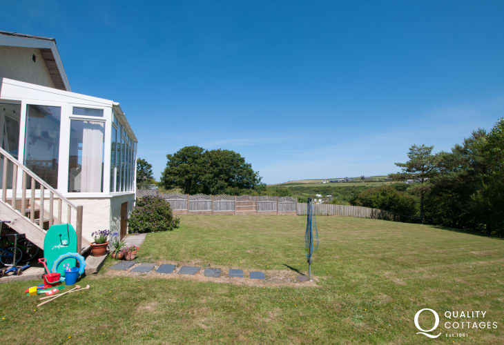 Aberdaron holiday cottage - garden