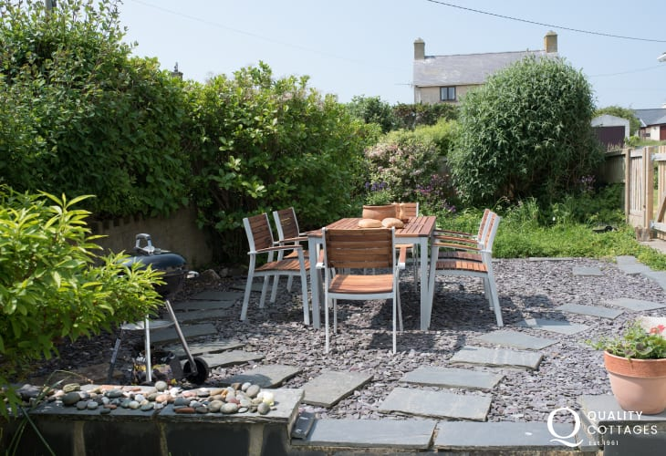 Pet free Llyn peninsula holiday cottage patio